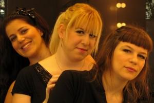 שלוש בנות