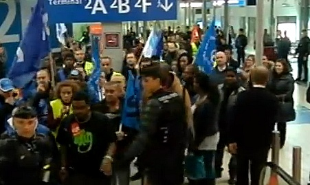ממשלת צרפת שוברת שביתה; מחליפה את עובדי האבטחה השובתים בנמלי התעופה