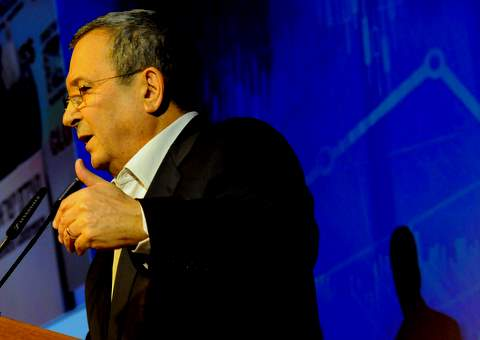 מרד שרים? שר הביטחון, אהוד ברק, מתנגד לקיצוץ הרוחבי במשרדי הממשלה
