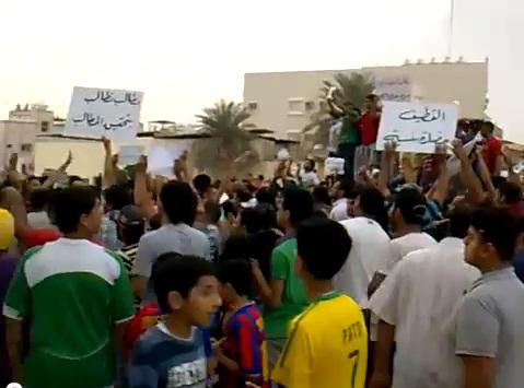 הפגנת שיעים בכפר אל-עוואמיה בחבל אל-קטיף, אוקטובר 2011