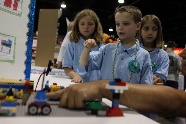 """ילדי בי""""ס יסודי מציגים בפסטיבל רובוטיקה בנתיבות"""