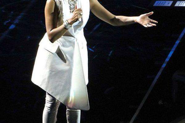 סופה של אגדה: הזמרת וויטני יוסטון מתה בגיל 48