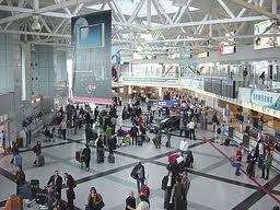 נוסעים בשדה התעופה של בודפשט. צילום מויקיפדיה