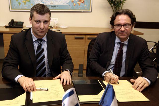 שר התיירות הצרפתי, פרדריק לפברה, עם שר התיירות סטס מיסז