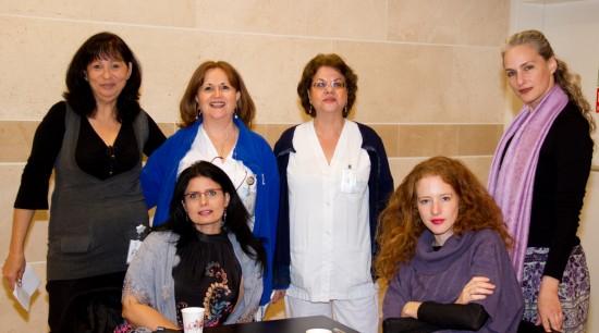 מעין קרת עם צוות הנהלת סיעוד ונשים נוספות מצוות המרכז הרפואי הלל יפה