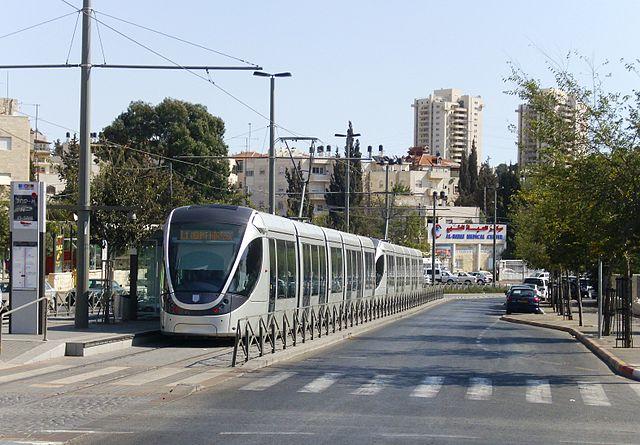 פיגוע: חיילת נדקרה הבוקר ברכבת הקלה בירושלים. תושב שועפט חשוד במעשה