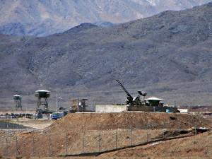 תותחים מגינים על המתקן הגרעיני, נתנז (צילום: ויקימדיה)