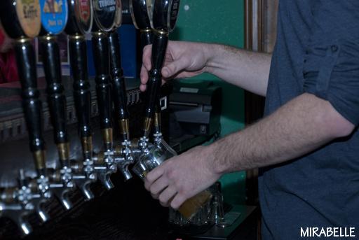 איזו בירה תשתו הערב? אגנס דווק כן, תל אביב. צילום: מירה-בל גזית