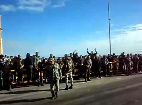 הפגנה של הפליטים הסורים בגבול המצרי-לובי בדרישה להיכנס ללוב, בינואר האחרון