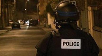 המצור הסתיים בפריצה של כוחות הביטחון לדירה; הרוצח הסתגר באמבטיה, ירה ופצע מספר שוטרים – וקפץ אל מותו