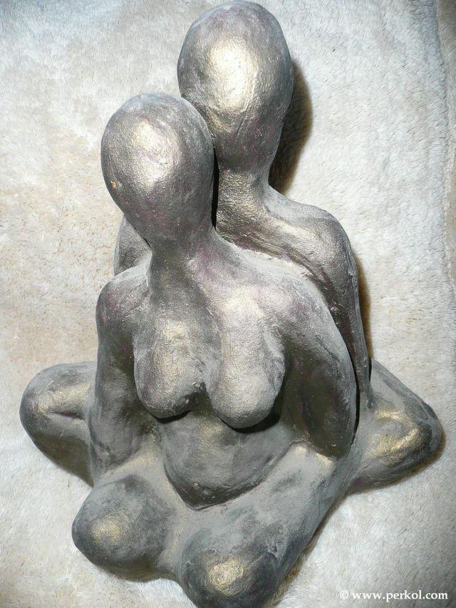 פסל של זוג עירום