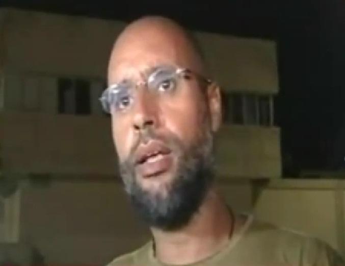 סייף אל-אסלאם קדאפי בתמונות שצולמו בסוף אוגוסט 2011, במהלך בריחתו ממעצר