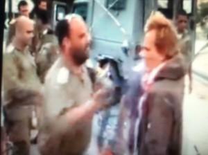 האלוף אייזנר מכה את הפעיל הדני בסרטון שנצפה אתמול בכול רשתות הטלוויזיה