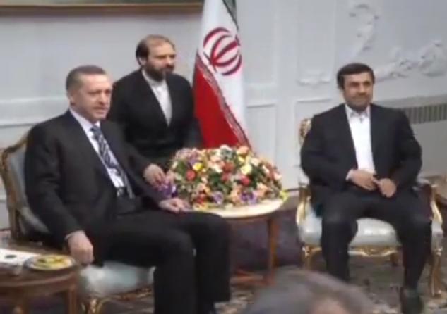 פגישתם של ארדואן ואחמדינז'אד בטהראן (צילום ארכיו)