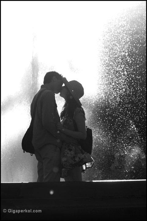 זוג מתנשק (צילמה: גיגה פרקול)