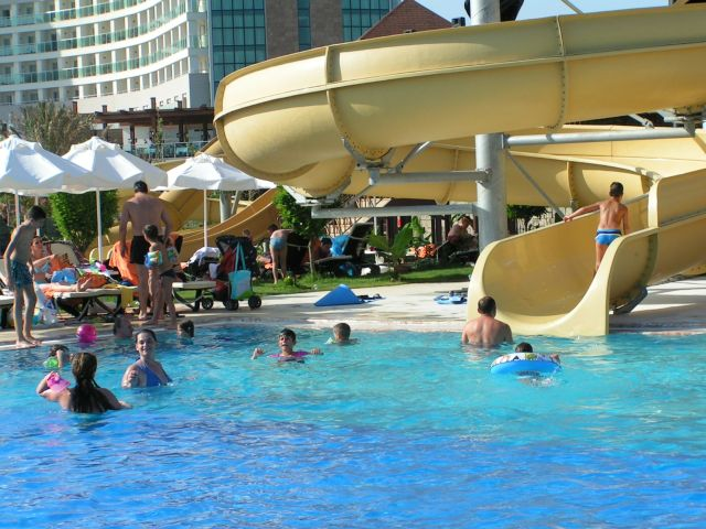 ישראלים מבלים באנטליה בזמנים טובים יותר. צילום עירית רוזנבלום