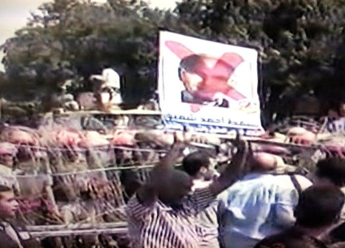 מפגינים בקהיר נגד אחמד שפיק והחלטת בית המשפט לחוקה