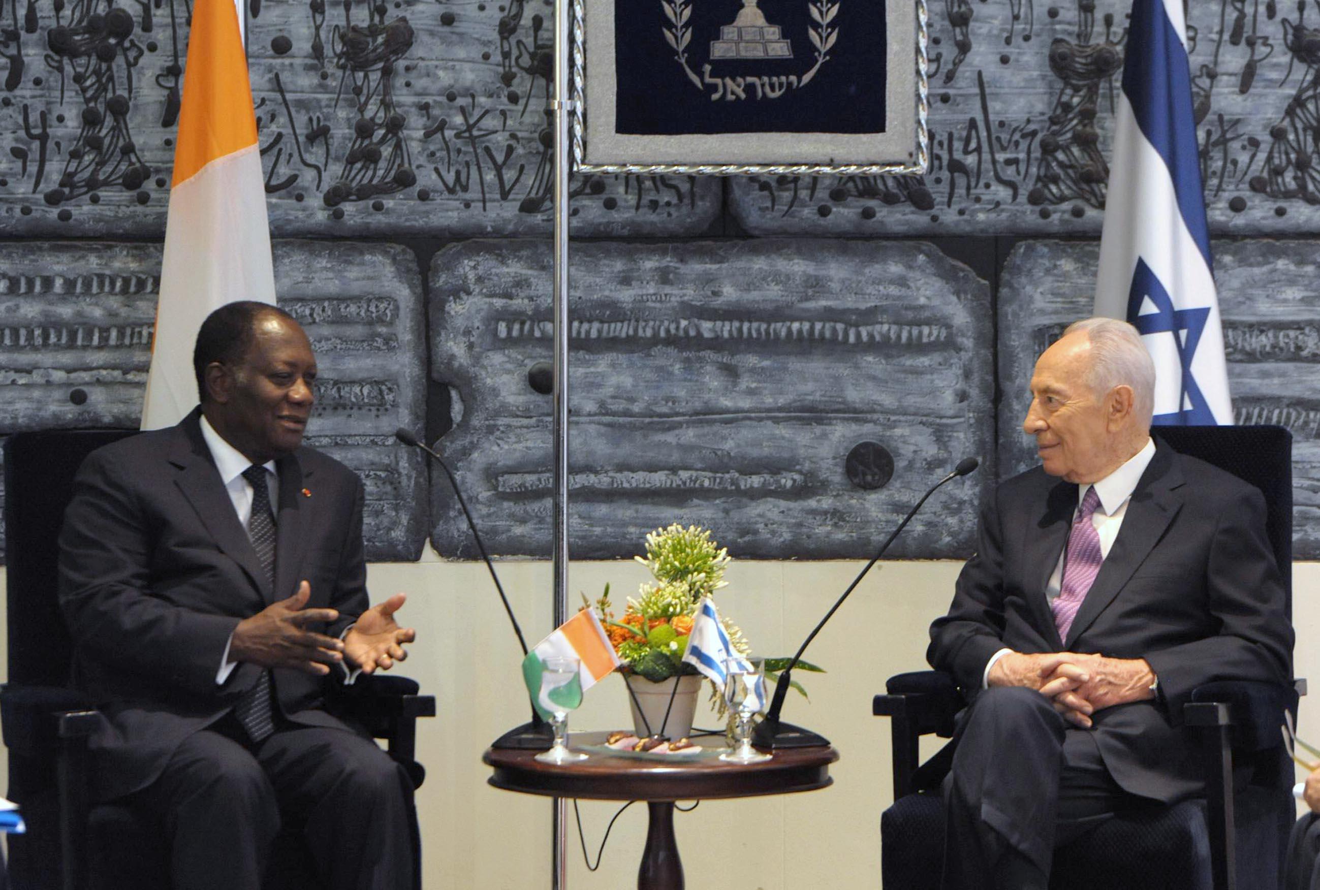 """הנשיא פרס לנשיא חוף השנהב: """"יחסים מיוחדים במינם"""". (תצלום: משה מילנר/לע""""מ)"""