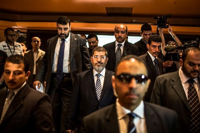החזיר לעצמו את הסמכויות. מורסי מוקף בפמליה שלו  (Daniel Berehulak/Getty Images)
