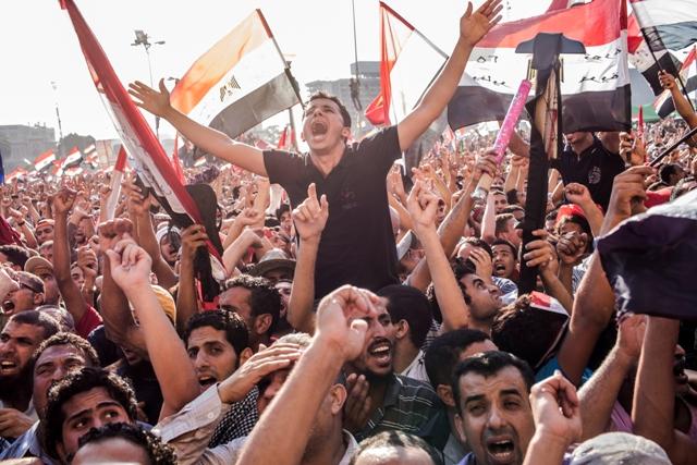 חגיגות הניצחון של מורסי בכיכר תחריר, לפני שעה קלה (Daniel Berehulak/Getty Images)