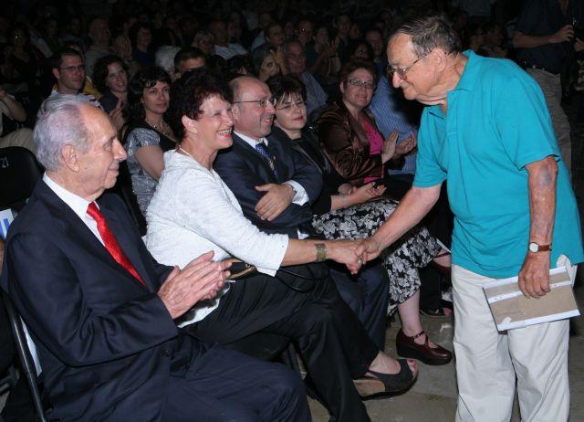 עזריה אלון עם הנשיא שמעון פרס