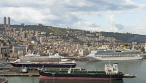 אוניות על רקע חיפה. צילום באדיבות דוברות נמל חיפה