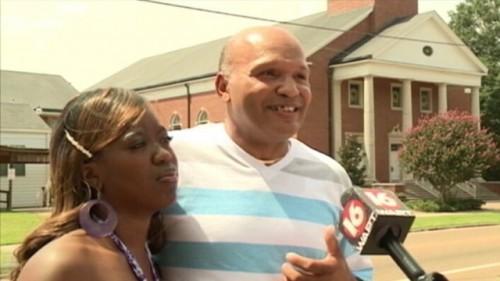 """כומר במיסיסיפי סירב להשיא בני זוג שחורים בכנסייה """"לבנה"""""""