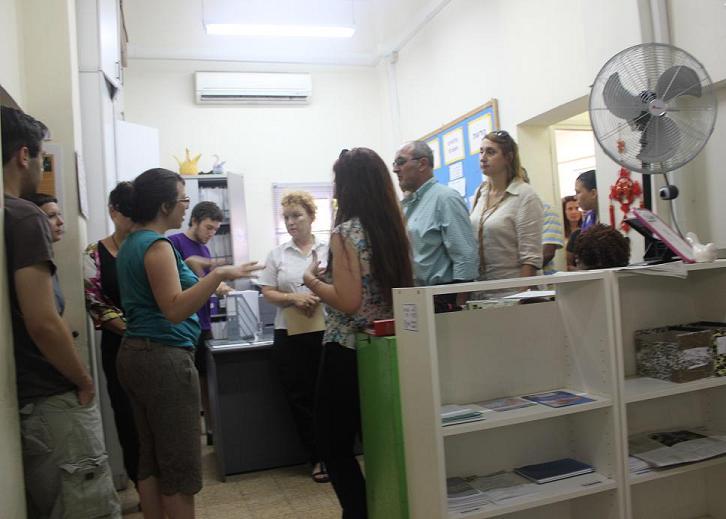 חברי הכנסת מסיירים במרפאה הפתוחה ביפו
