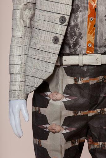 מראה מחויט עירוני וצעיר לגבר העכשווי והמעודכן זקט רוקנרולי בגזרה צרה ומכנסי סקיני. עיצוב: הגר מזרחי ותמר לוי. צילום: תמי דהן