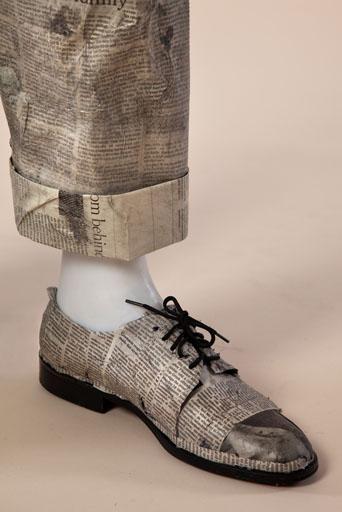 מערכת לבוש גברית עם מראה מחויט ומתוחכם בשיק מרושל ונונשלנטי. עיצוב: תכלת פורטמן וסתיו מנדלבאום. צילום: תמי דהן