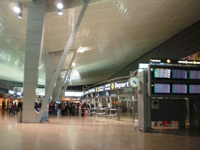 טרמינל 3. תנועת נוסעים רבה. (צילום: עירית רוזנבלום)