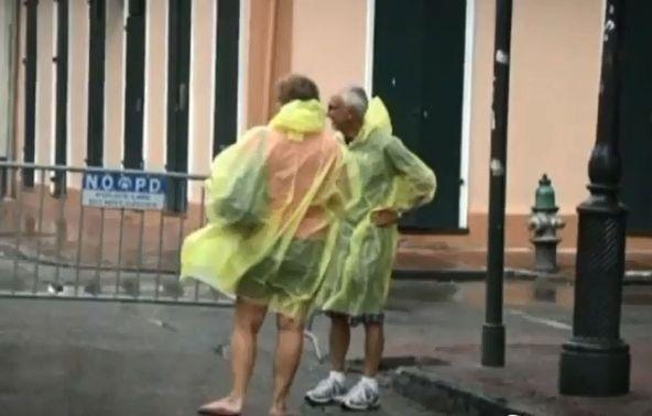 אייזק מכה בחופי לואיזיאנה; כמעט רבע מיליון בתים באזור ניו אורלינס מנותקים מחשמל