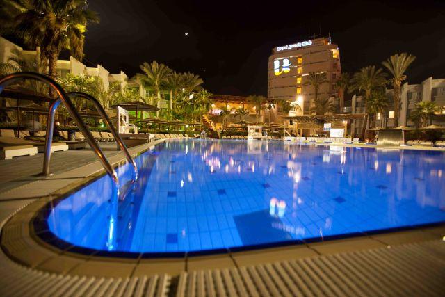 מלון יו קורל ביץ