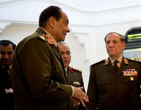 """ישמשו כיועצים ללא סמכויות. הגנרל טנטאווי והרמטכ""""ל סמי חאפז ענאן (צילום: פליקר / ויקימדיה)"""