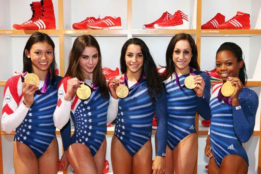 בנות נבחרת התעמלות קרקע ומכשירים של ארצות הברית. צילום: ADIDAS