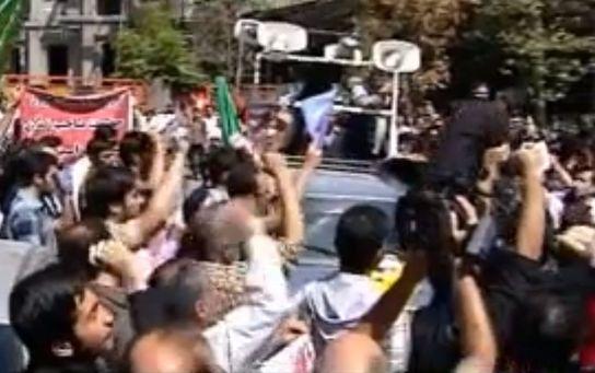 הפגנות בטהראן מול שגרירות שוויץ