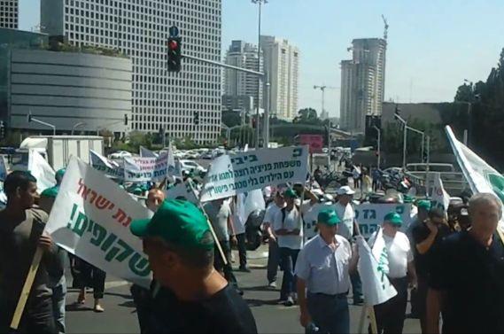 הפגנת עובדי פניציה בתל אביב