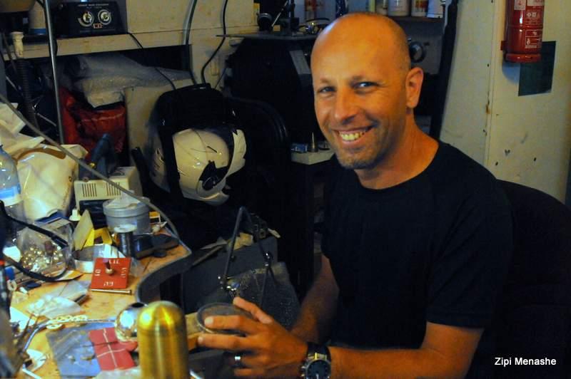 יוסי מתתיהו - עיצב את עיטור הנשיא (צילמה: ציפי מנשה)