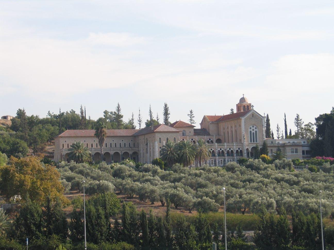 גינויים חריפים להצתה ולכתובות הנאצה במנזר השתקנים