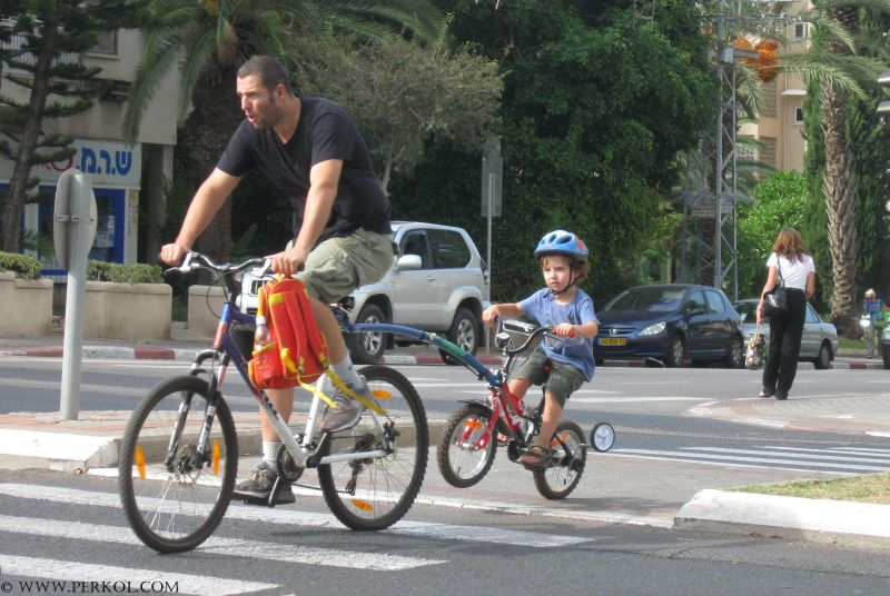 הפתרון למחירי הדלק: להתנייד כמה שיותר על אופניים