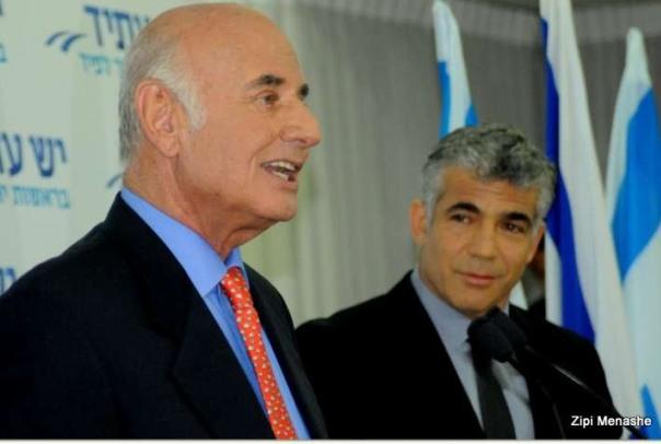 """""""כוח ושכל והמון ניסיון"""". לפיד ופרי במסיבת עיתונאים משותפת (צילום: ציפי מנשה)"""