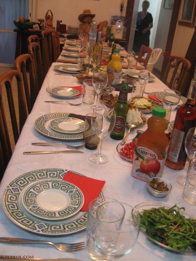 שולחן חג (צילמה: שרית פרקול)