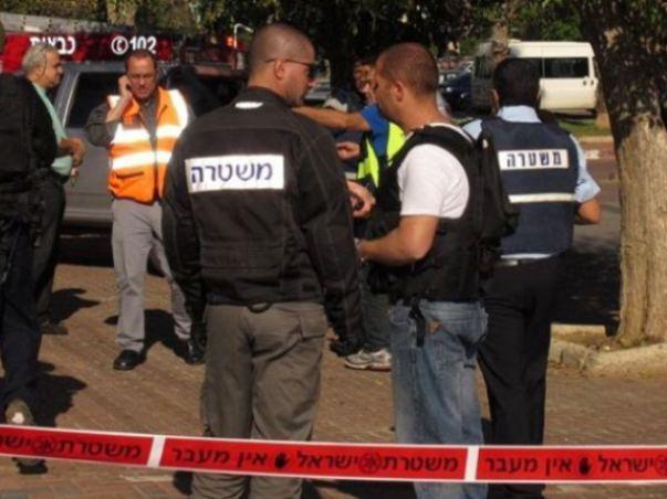 כוחות משטרה ליד אתר שנפגע מטיל בדרום (צילום: משטרת ישראל)