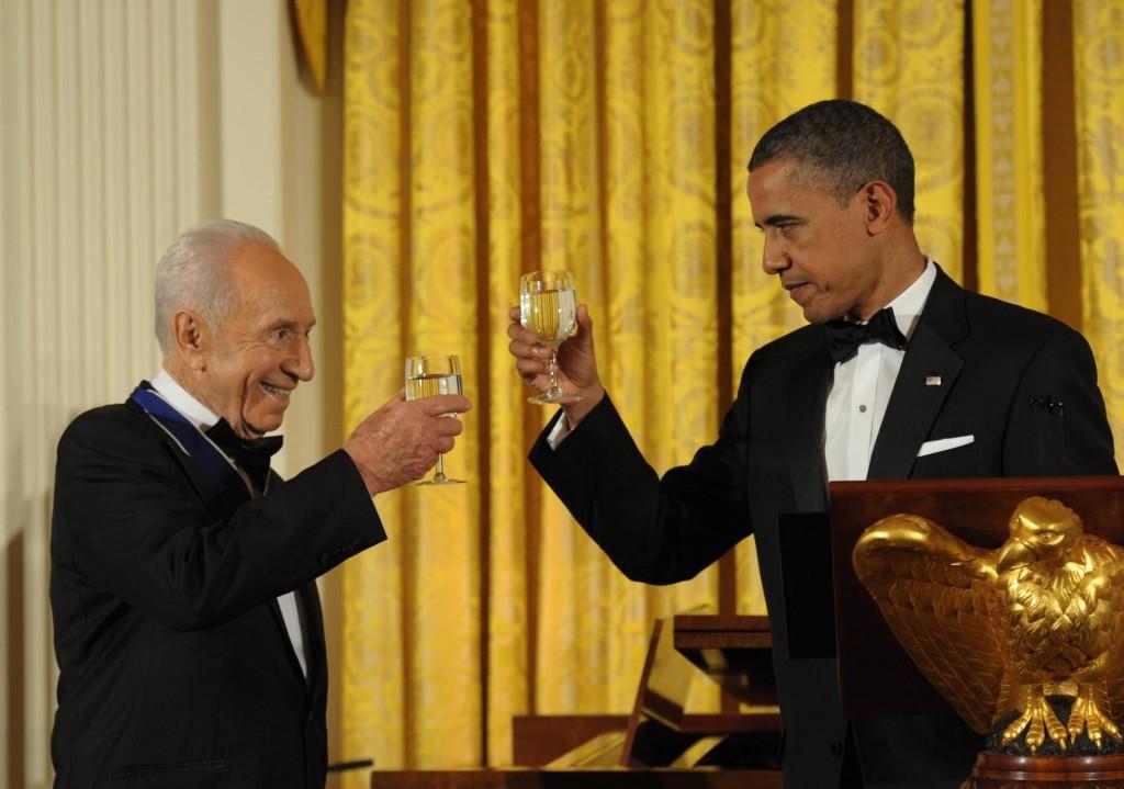 """""""הצלחתך היא הצלחת כולנו"""". שמעון פרס וברק אובמה. (צילום ארכיון: עמוס בן גרשום/לע""""מ)"""
