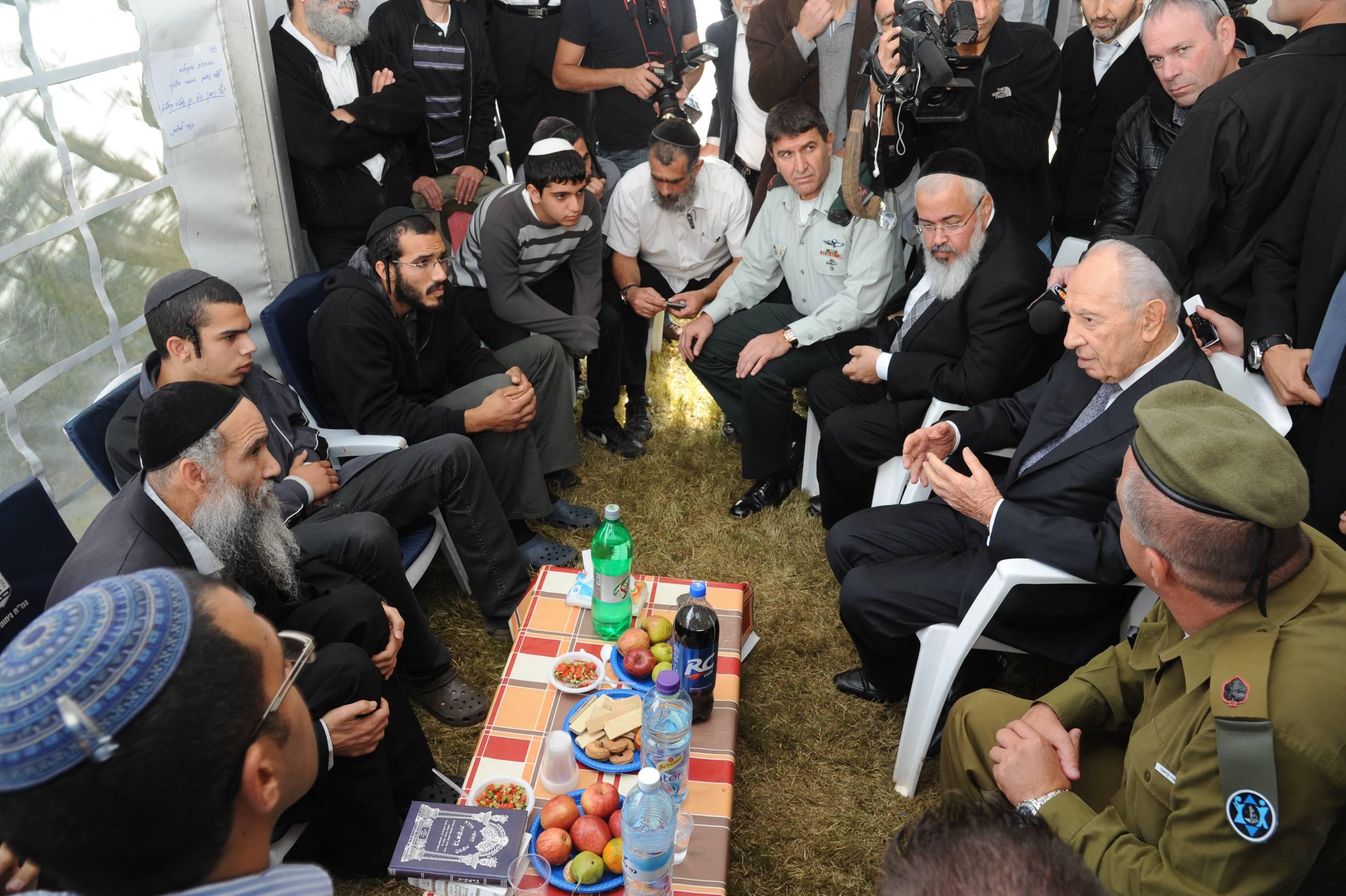 הנשיא ערך ביקורים אצל משפחות החיילים שנפלו