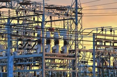 מרוב חוטי חשמל, ההנהלה כבר מזמן הלכה לאיבוד