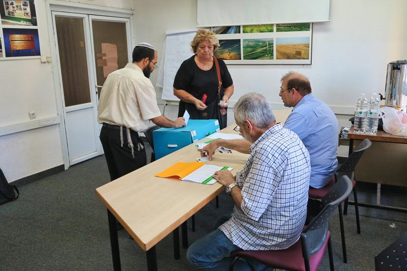 יום הבוחר בבית היהודי - הפעם בוחרים את חברי הכנסת (צילום: דן בר דוב)