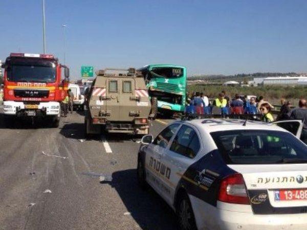 אדם נהרג ואחר נפצע באורח אנוש בתאונה בכביש 6