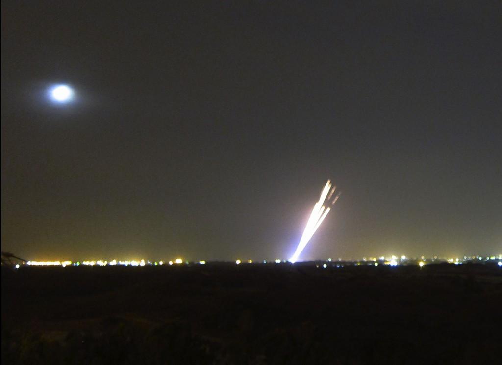 שיגורים מעזה ומגעים קדחתניים להפסקת אש (צילום: טל ים)