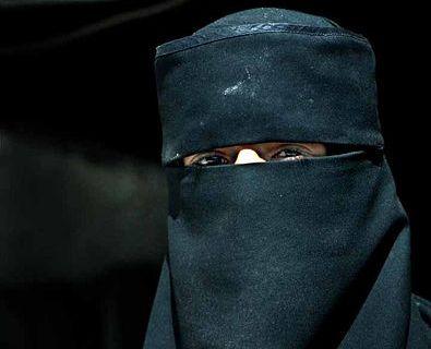 """ביהמ""""ש בקנדה: מותר לאלץ עדה מוסלמית להסיר את הניקאב"""